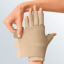 Juxtafit essentials glove with dorsum strap